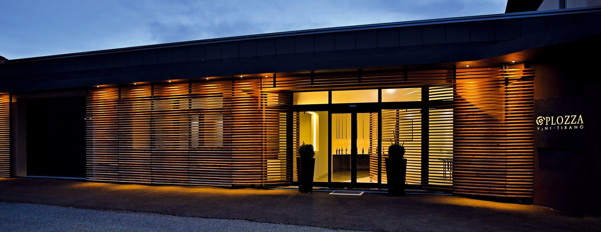 Plozza Vini Tirano - lo showroom visto dall esterno