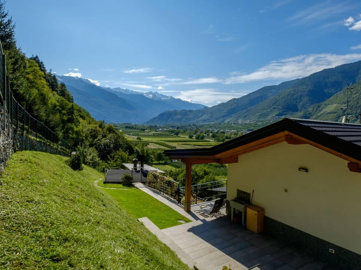 Il B&B San Bernardo immerso nel verde della Valtellina